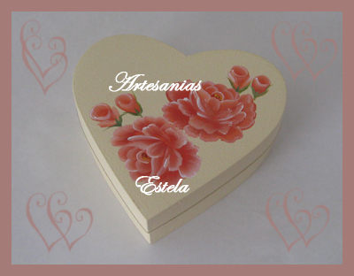 Cajas de madera forma de corazón para bombones pintadas totalmente a mano