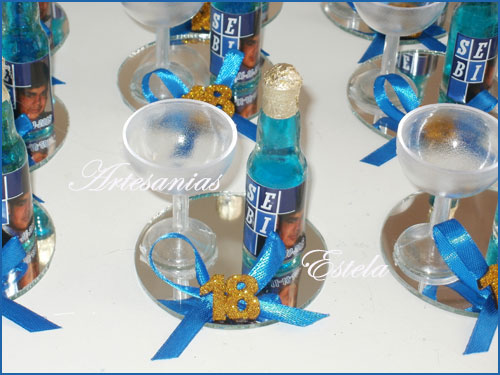 Souvenirs Botellitas De Vino Frizze Personalizadas   Souvenirs Para Cumpleaños De 18 Años